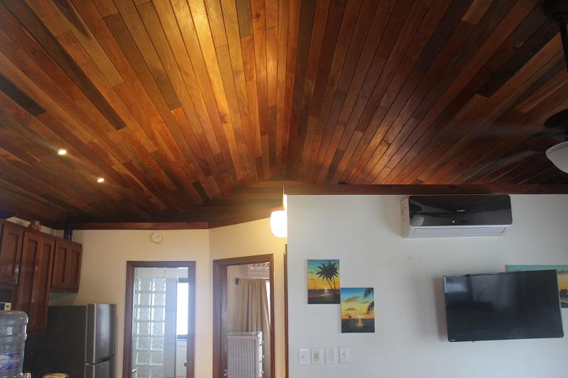 Property_v2/8b--vaulted-mahogany-ceiling.jpg